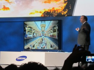 Samsung's Joe Stinziano with the new bendable UHD.