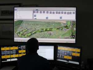 A look at the SMT monitor that allows the operators to keep track of where players and scorers are on the course.